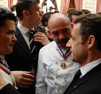 Le président Sarkozy félicite Rodolph Le Meunier et Bernard Mure-Ravaud les deux amis Champions du Monde et Meilleurs Ouvriers de France