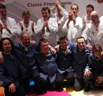 Les 6 lauréats de la promotion 2007 applaudis par leurs pairs de la promotion 2004