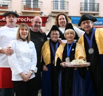 Dominique Bouchait (MOF 2011), Bernard Mure-Ravaud (MOF 2007), Laëticia Gaborit (MOF 2007) et Xavier Thuret (MOF 2007)  accompagnés de la confrérie du bleu de Sassenage