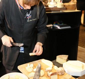 Laëticia Gaborit Meilleur Ouvrier de France 2007 vient préter main forte à Bernard