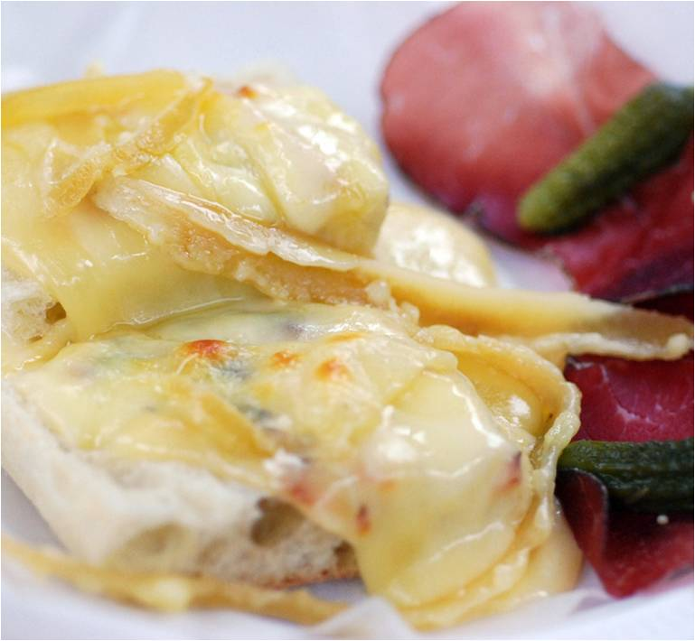 fromagerie les alpages raclette la moutarde. Black Bedroom Furniture Sets. Home Design Ideas
