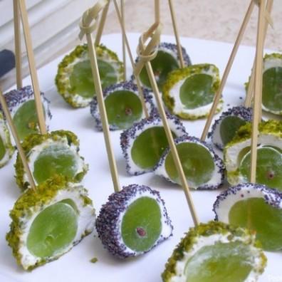 bouchee-apéritive-raisin-chevre-pavot-pistache